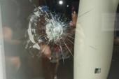 Video | Atto vandalico in pieno centro a Cerignola. Sasso contro la vetrina di una boutique